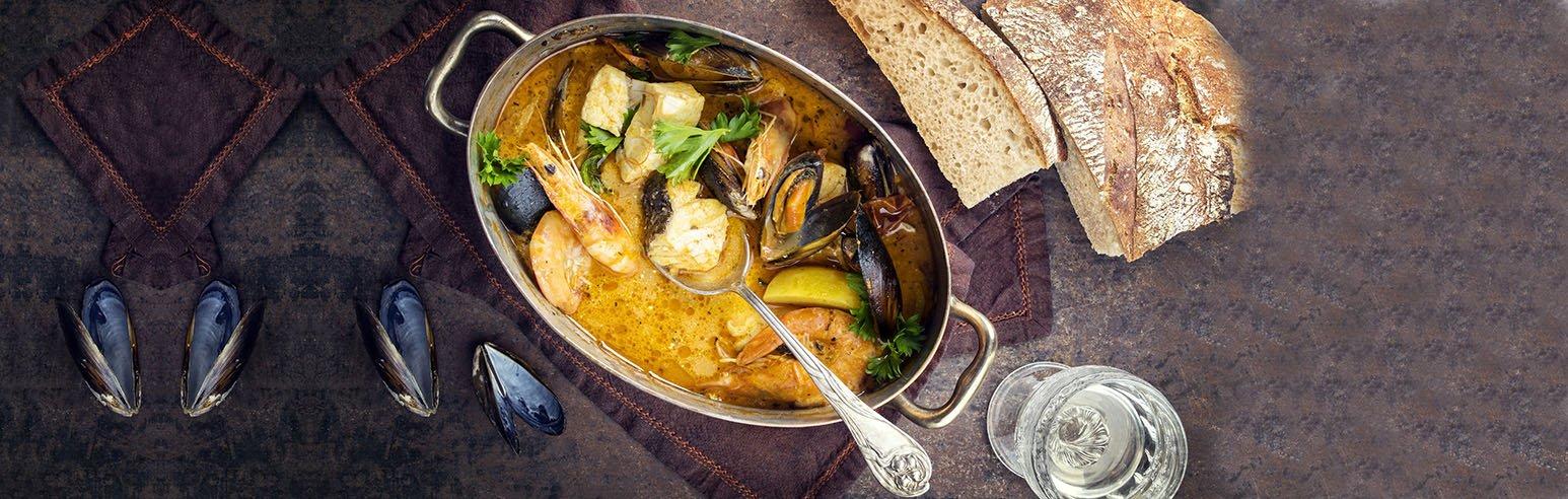 Französische Fischsuppe mit Café de Paris
